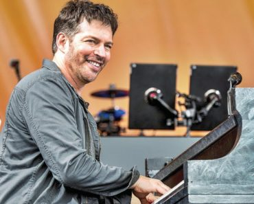 Harry Connick Jr. Playing Piano